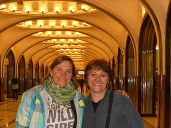 Turistas Argentinas en el metro de Moscú estación Mayakovskaya
