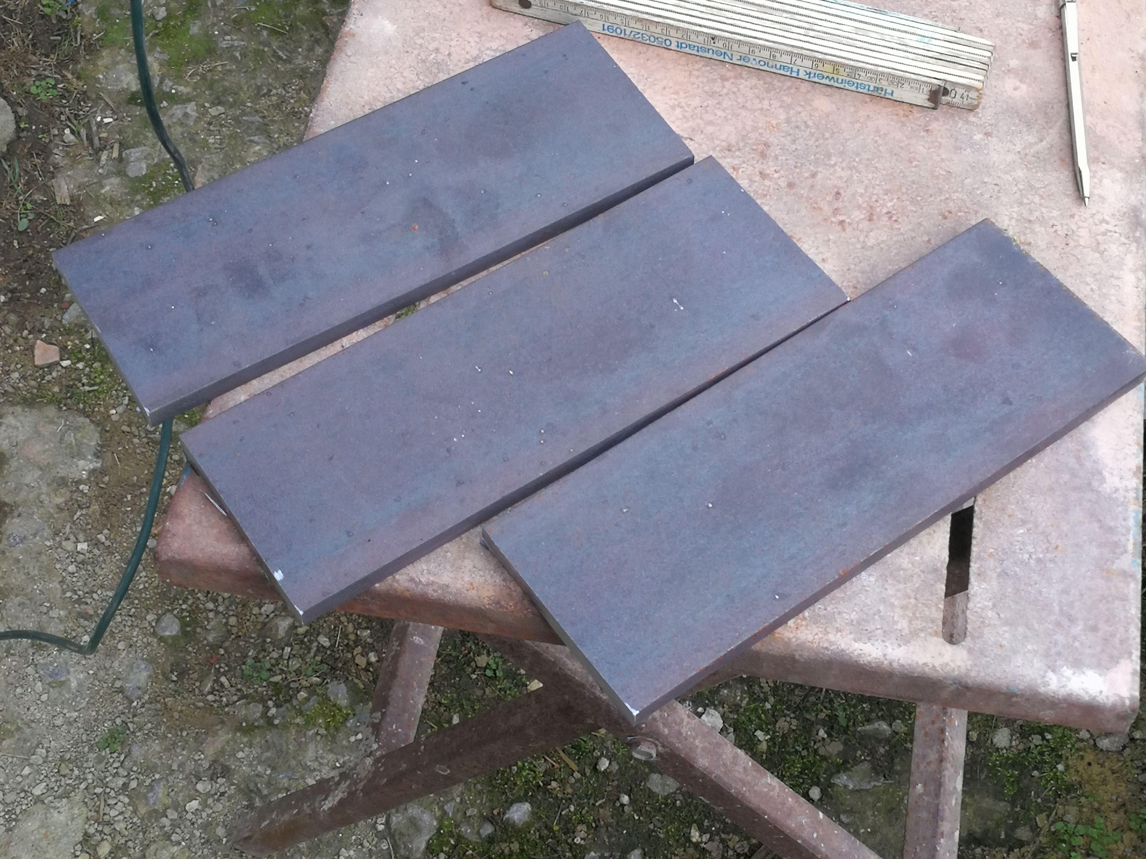 Hier wurden die Grundplatten der Drehgestelle aus Stangenmaterial zu geschnitten.