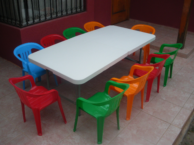De todo para su fiesta inolvidable arriendo mesas y sillas for Mesa y silla infantil