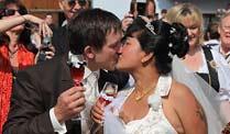 Am 05. Juli 2010 haben sie geheiratet - Herzlichen Glückwunsch und Alles Gute !