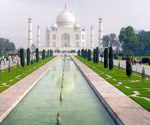 Indien: Das Tach Mahal ließ der Großmogul Shah Jahan - für seine verstorbene Hauptfrau Mumtaz Maha bauen.