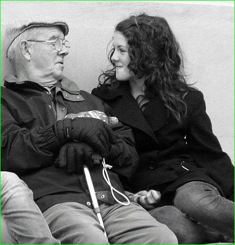 Opa und Enkeltochter