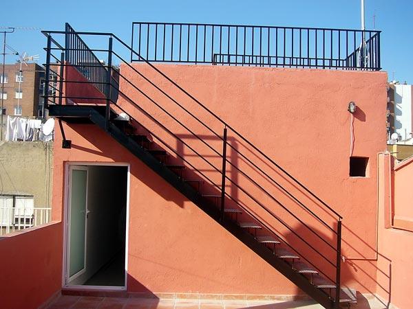 Hierros y aluminios enemar escaleras en hierro - Barandilla de madera exterior ...