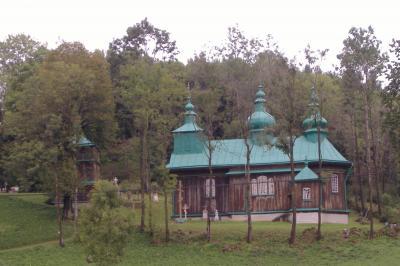 typische Holzkirche