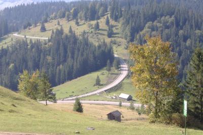 Blick ins Tal - diese Straße wartet auf uns