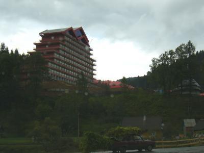 Hotelneubau und Transport wie dunnemals