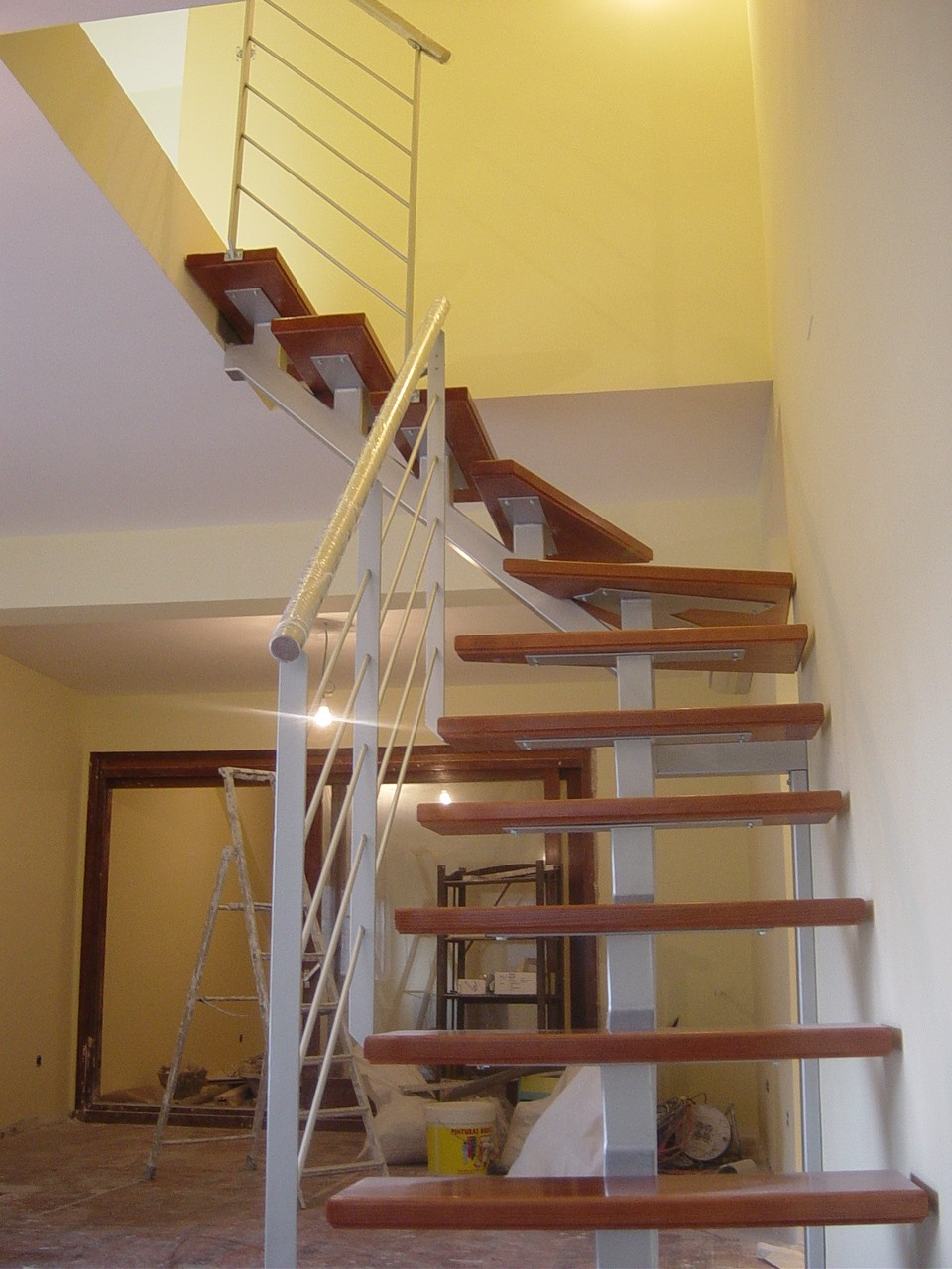 Dise o exclusivos en madera escaleras en madera for Escaleras metalicas homecenter