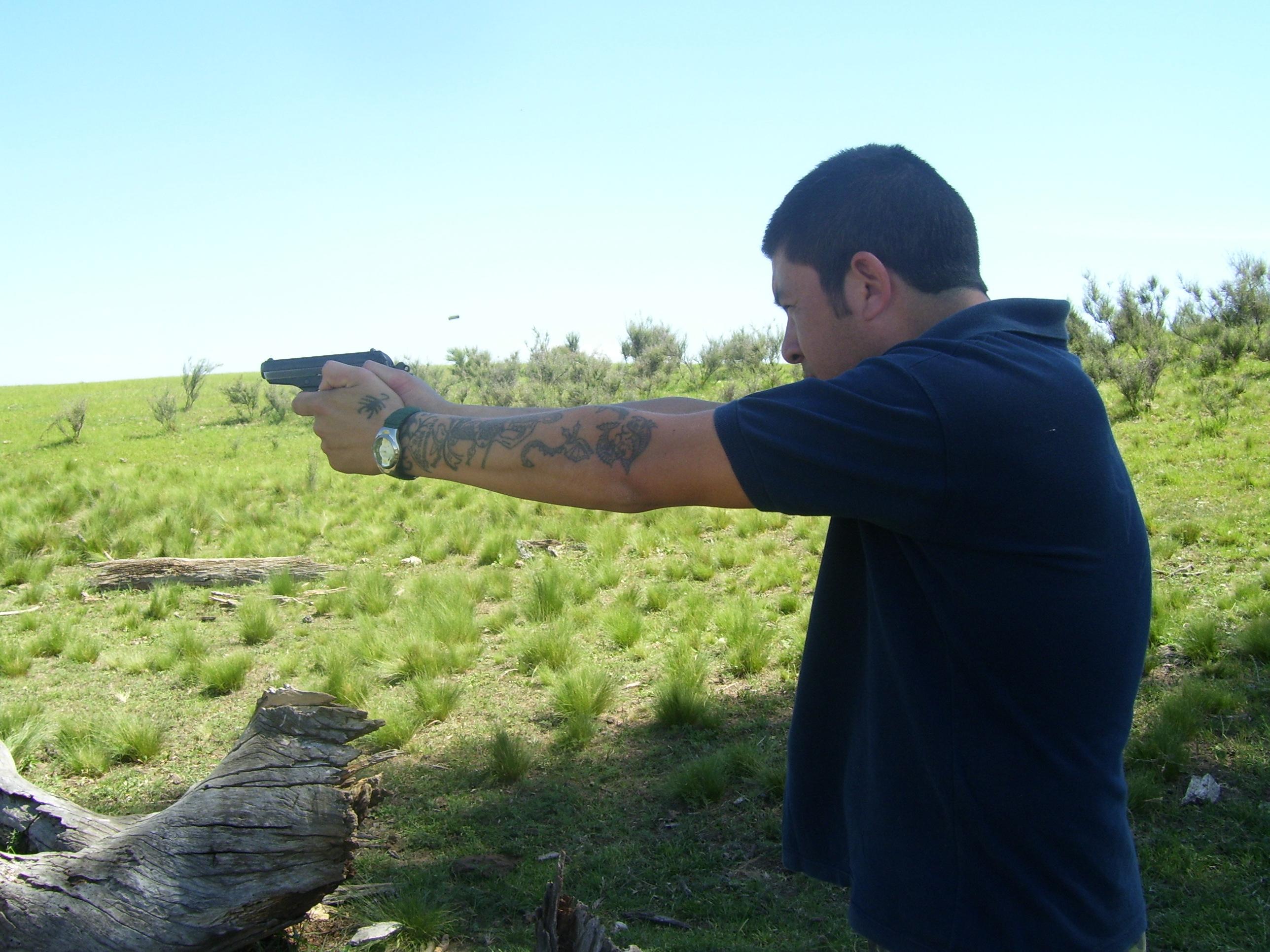 Instrucción, Armas y Tiro\'\' - Pistolas BERSA calibre 22.