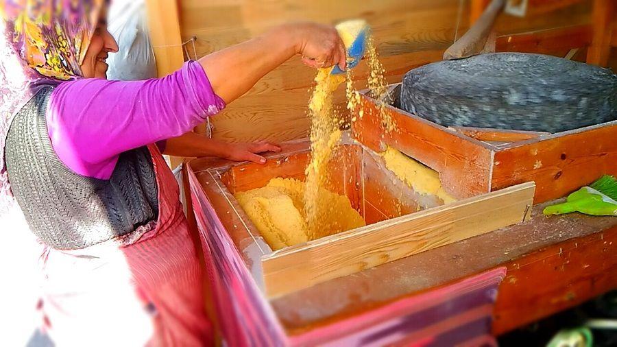 Uluslararası 2.Ekmek Festivali Fotoğrafları, mısır unu ve taş değirmen