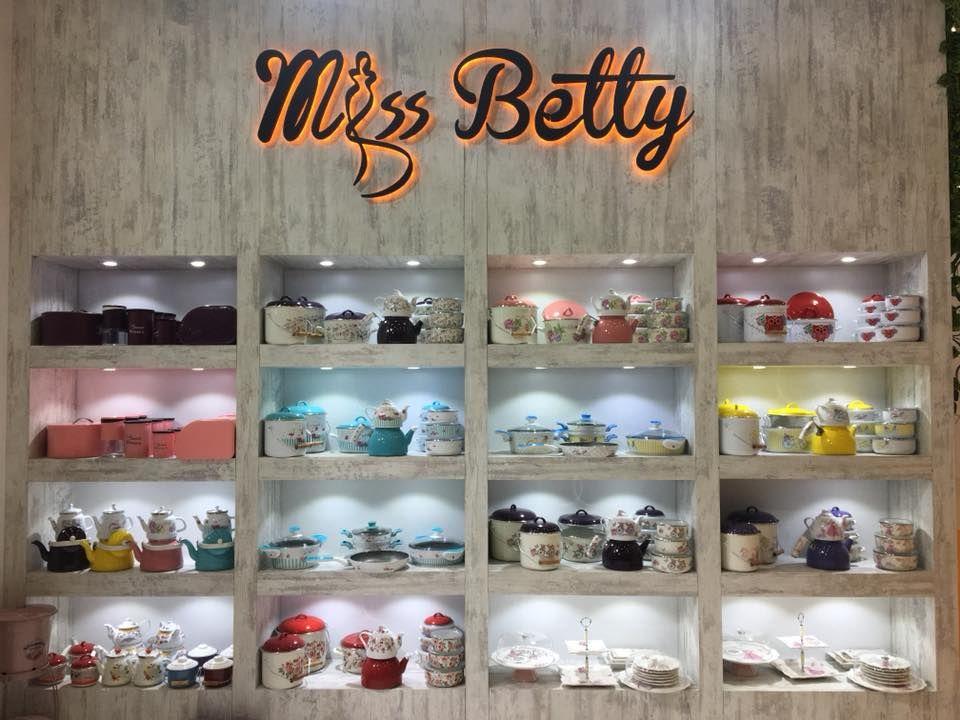 Miss Betty Çaydanlık Takımı