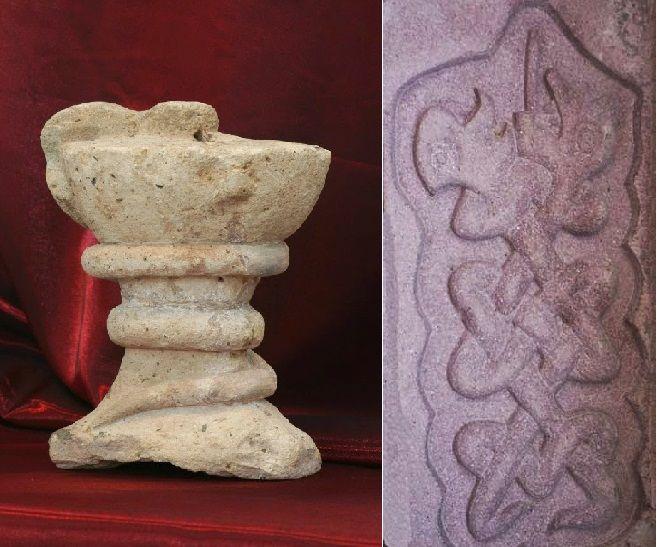 Taş Mescit'te bulunan,tıp sembolüolan kabartmalıiki yılan motifi
