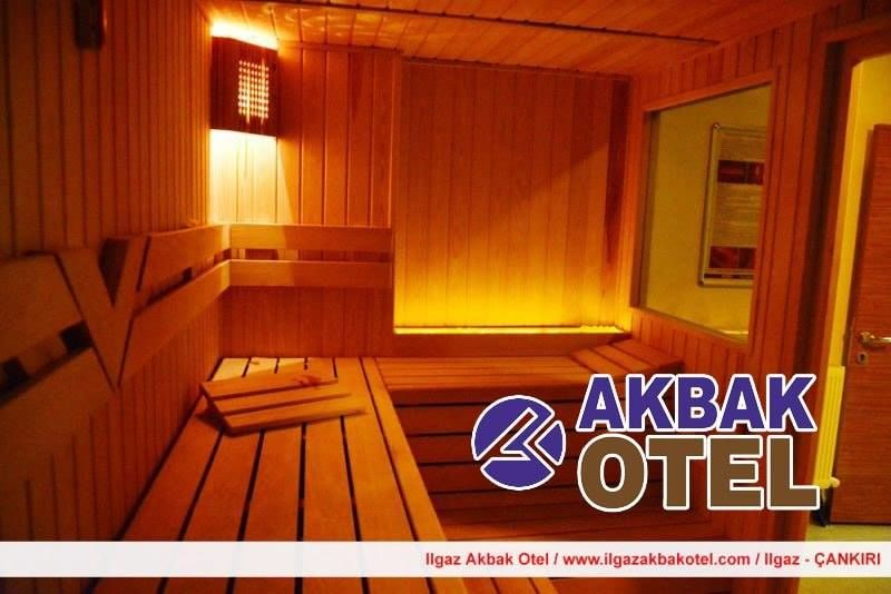 Ilgaz Akbak Otel sahuna