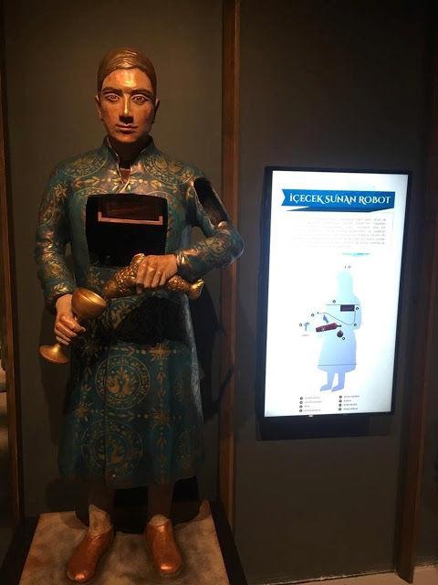 Cezeri'nin Olağanüstü Makineleri Sergisi İçecek Sunan Robot