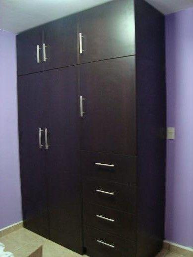 Ropero de 150 de ancho con compartimento para colgar ropa,maletero