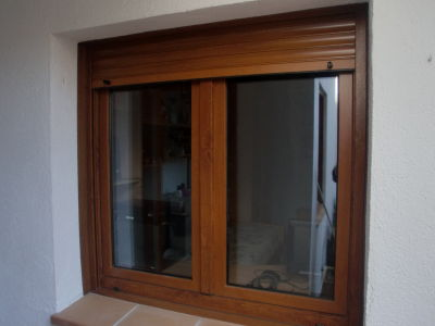Jordi soler ventanas pvc roble dorado for Ventanas pvc color madera