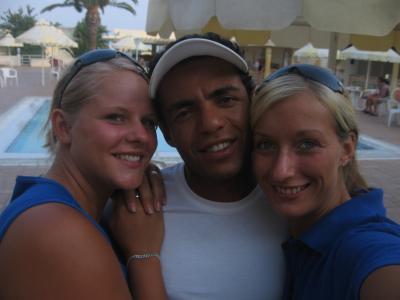 in der mitte ist Sam, der tunesische Kinderanimateur des Hotels