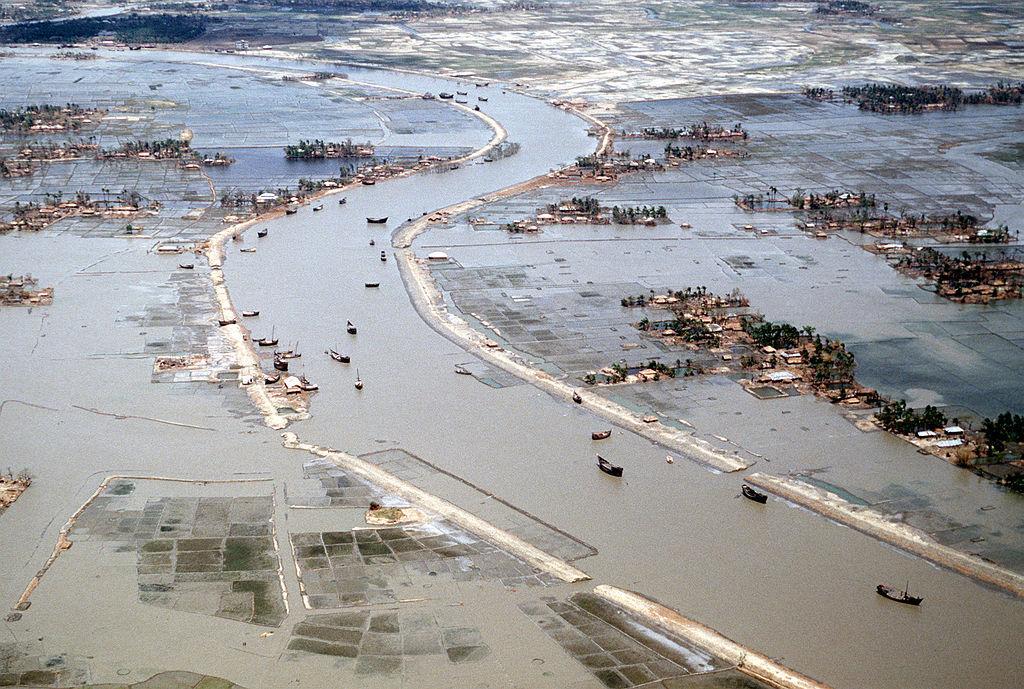 LEDC flooding case study Bangladesh 1998 - SlideShare