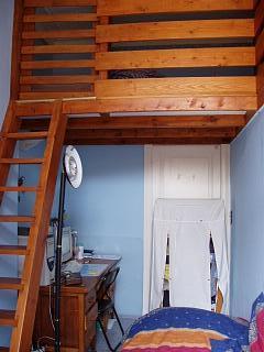 Location de kot et studios bruxelles appartement une chambre - Etagere lit mezzanine ...