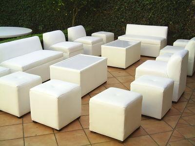 Salas lounge mesas periqueras renta de mobiliario para for Sillas empresariales