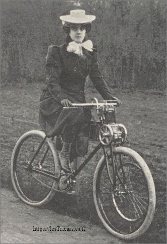 jeune femme sur une moto Werner 1899