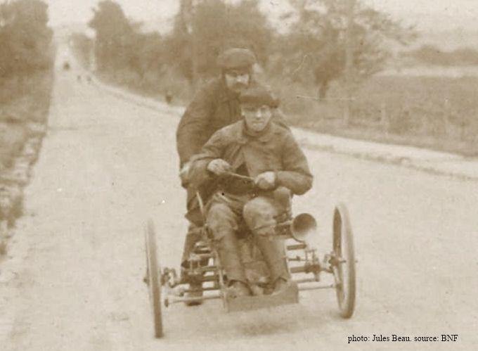 Bonnevie sur le tricar La Française Diamant en route lors du concours des tricars 1905