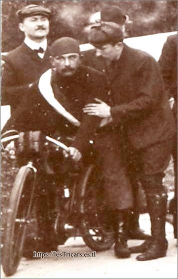 les frères Villemain au Critérium du Tiers de litre en septembre 1905 avec une moto Chanon