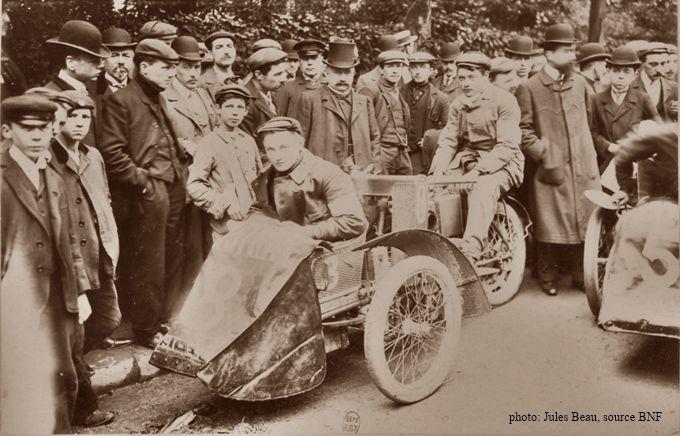Schweitzer sur tricar Austral, vainqueur du Tour de France 1906