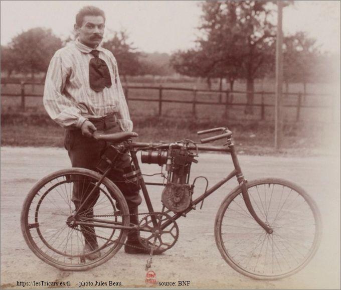 Charles Coudert avec une moto du type no. 1 à Gaillon 1902