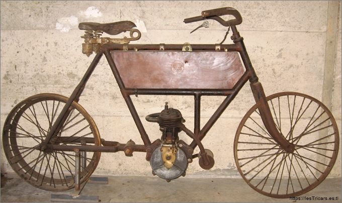 motocyclette Doué (Lyon) conservée. Photo.