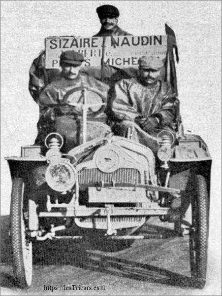 Pons, Deschamps et Berthe sur la voiture Sizaire-Naudin lors du raid New-York-Paris en 1908
