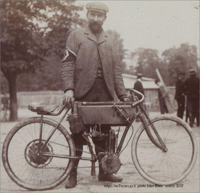 Gaston Rivierre au criterium du quart de litre 1903 avec une moto à moteur Monarque