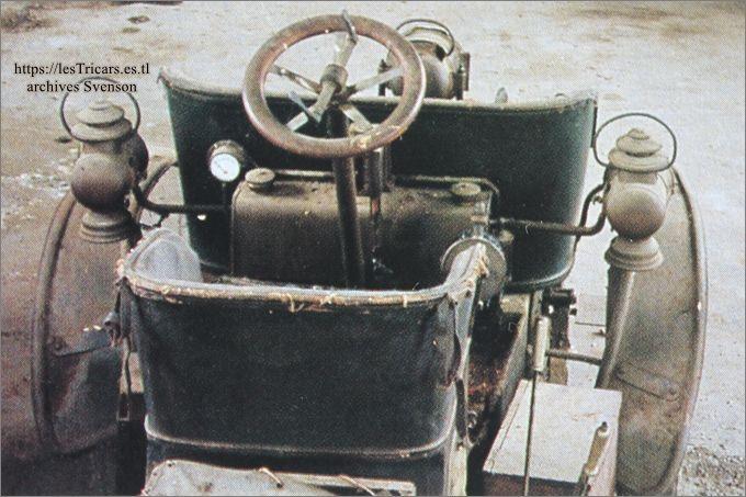 Photo moderne d'une trivoiturette Ivry dans une collection privée, vue arrière