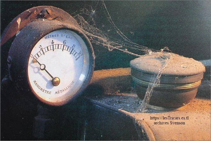 Manomètre d'eau de la tri-voiturette conservée