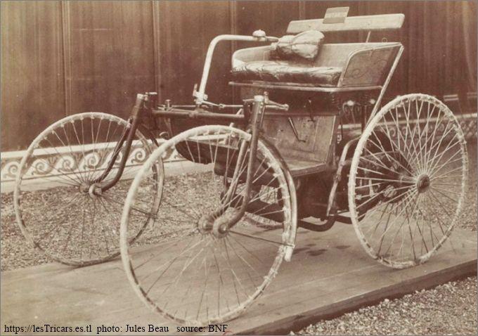 La première voiture automobile de Daimler, photographiée par Jules Beau en 1899