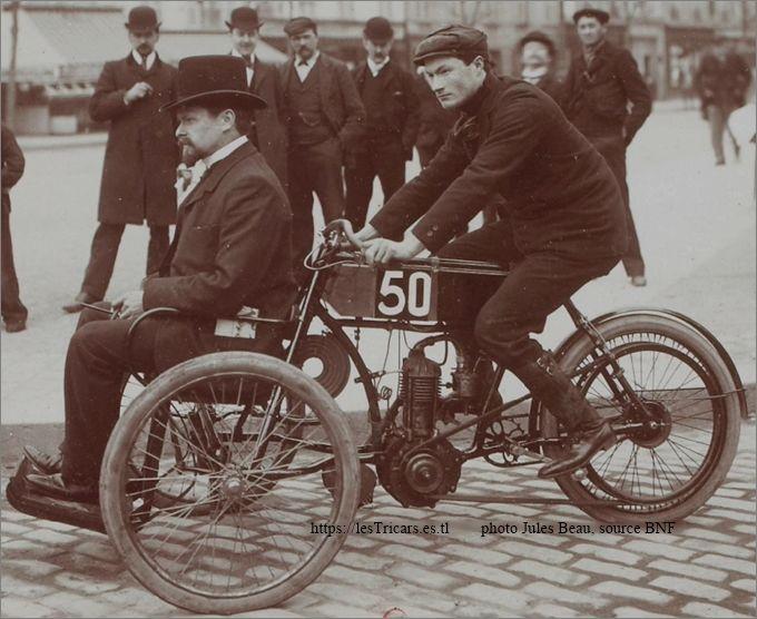 Tricar Doué au concours Paris-Bordeaux-Paris en 1904. Conducteur Gaston Doué