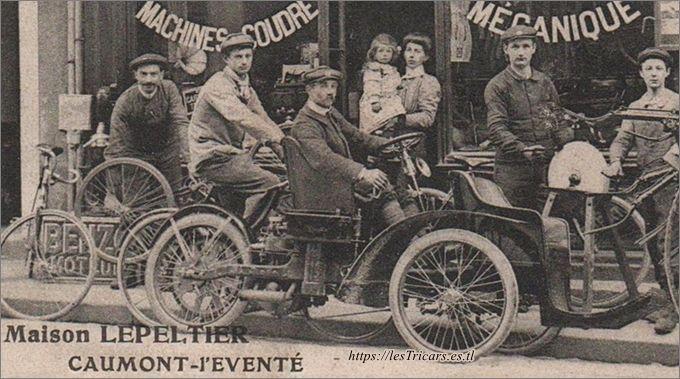 trivoiturette Griffon devant le magasin de Lepeltier à Caumont-l'Eventé