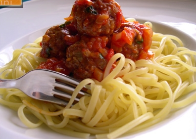 acılı domates soslu makarna