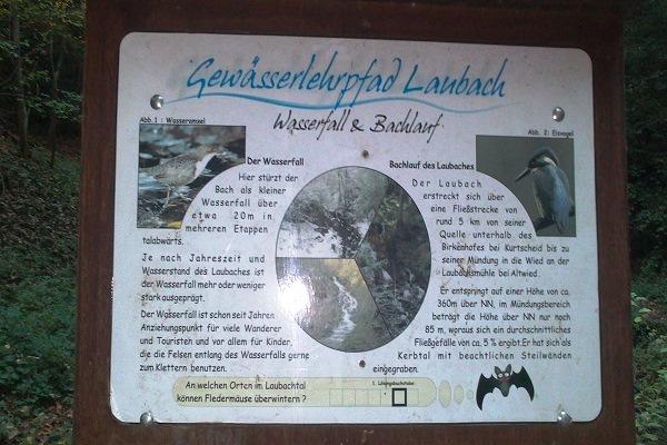 Hinweisschild Gewässerlehrpfad Laubach