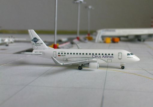 https://img.webme.com/pic/m/michelstadt-airport/cirrus-e170.jpg