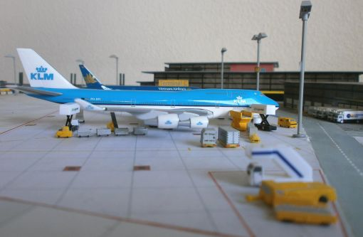 https://img.webme.com/pic/m/michelstadt-airport/klm-b744.jpg