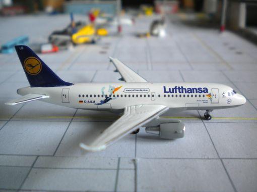 https://img.webme.com/pic/m/michelstadt-airport/lh-a319lu.jpg