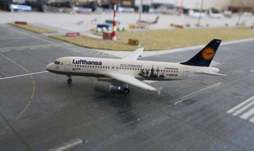 https://img.webme.com/pic/m/michelstadt-airport/lh-a320hamburg.jpg