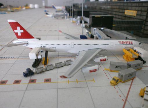 https://img.webme.com/pic/m/michelstadt-airport/swiss-a343.jpg