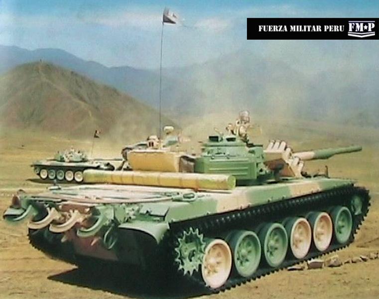 PT-91P , imágenes de una revista publicada en el 2009 ,Dos tanques entrenando en los desiertos del Perú