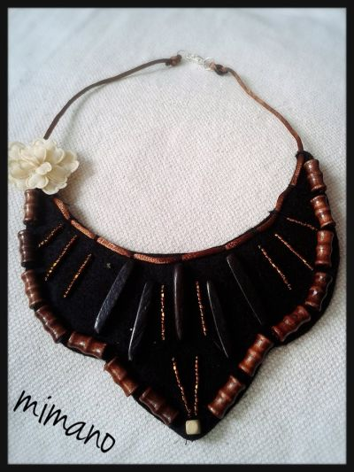 8a62b530553b collar babero con abalorios de madera
