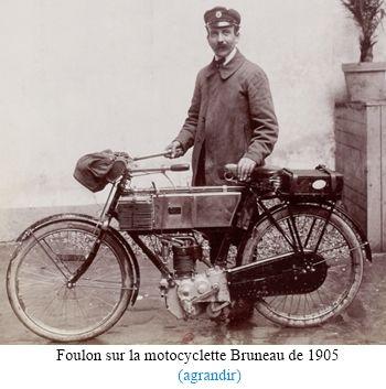 Le pilote Foulon avec la motocyclette Bruneau en 1905 lors du Tour de France
