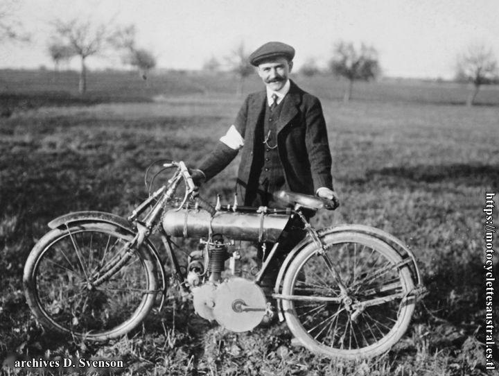 1911 Gometz Le Châtel. Joseph Bernadou dacier avec une moto Alcyon