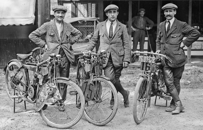 Étienne Chéret, Jean Poinsard en 1923 avec des motos Mascotte
