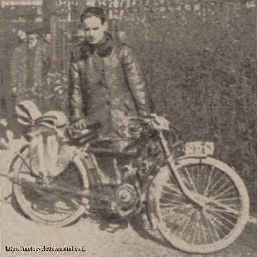 Franchet avec une motocyclette Louis Clement à moteur Lutétia