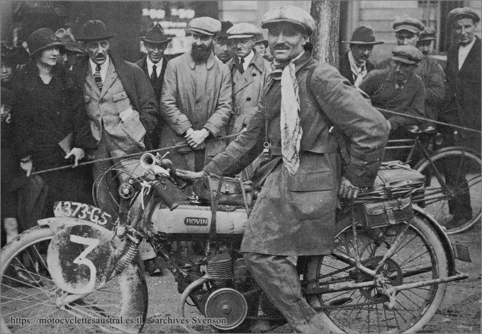 Chéret sur motocyclette Rovin